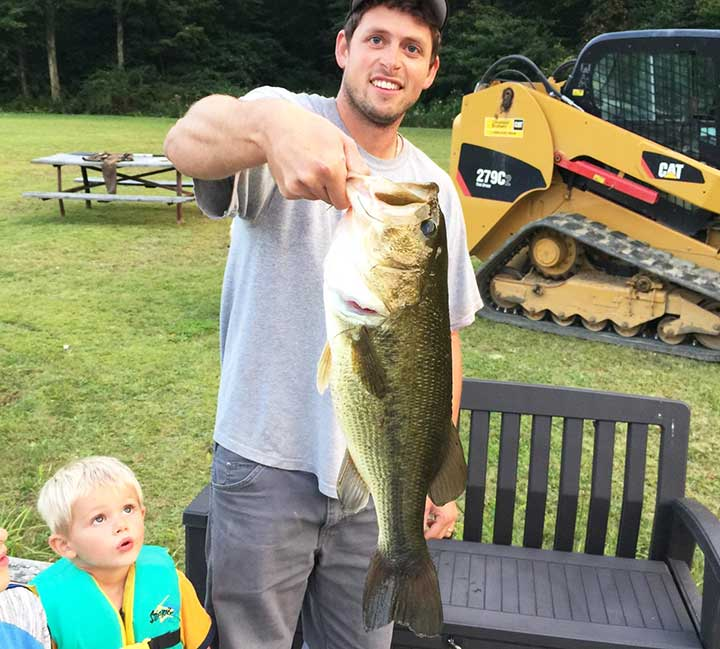 mark-wabiszewski -catches-a-giant-bass-in-pond wiht live bait