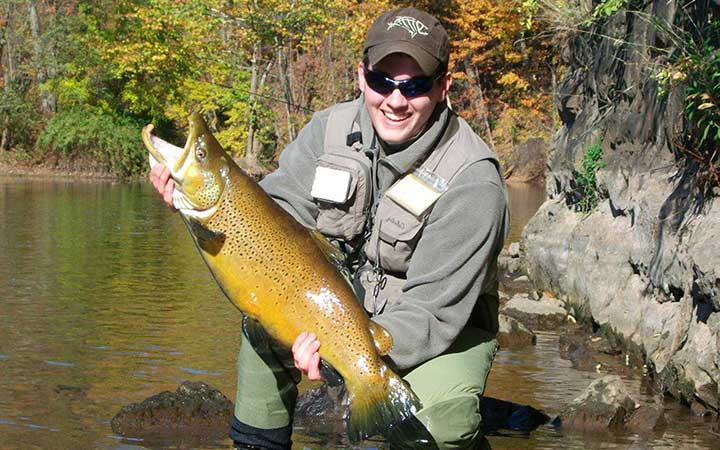 justin-baker-huge-brown-trout-caught-in-lake-ontario-stream